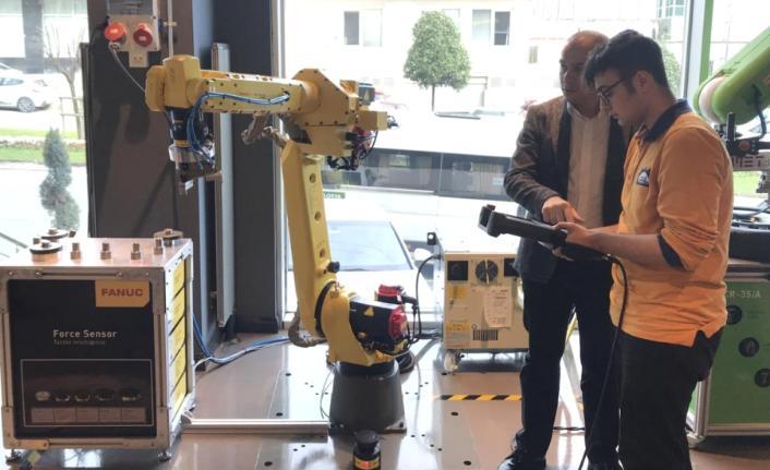 Fanuc'tan üniversitelilere temel seviye robot eğitimi