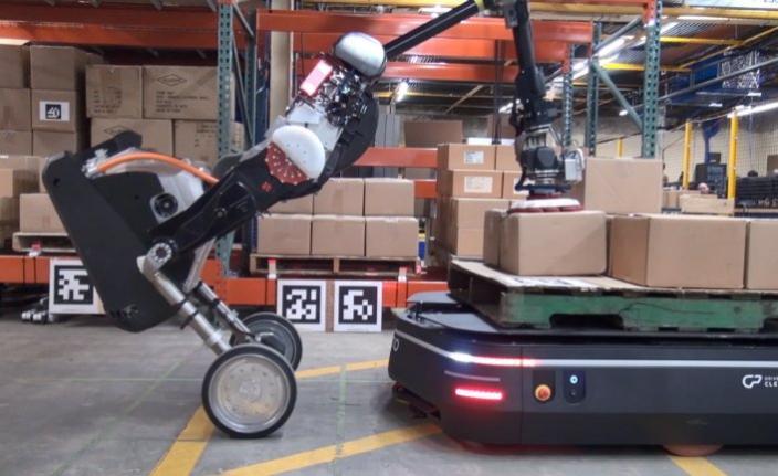Boston Dynamics, iş birliğiyle depolardaki gücünü artırıyor