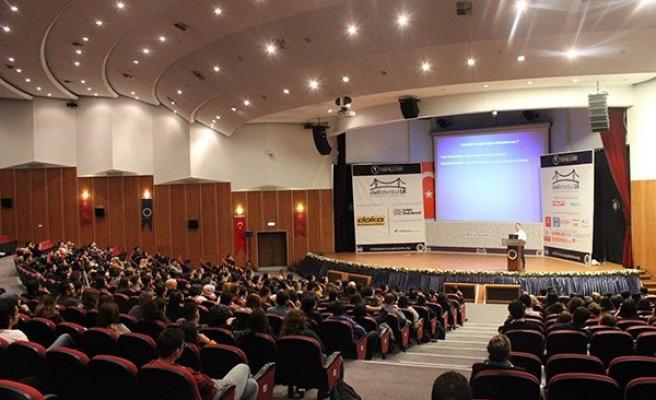 Üniversite Öğrencilerine 150 Yıllık Deneyimini Aktardı
