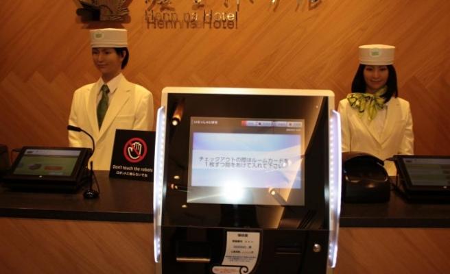 İlk robot otel