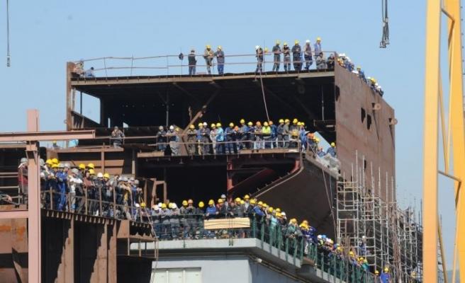 Yalova'da inşa edilen rüzgar türbini destek gemisi denize indirildi