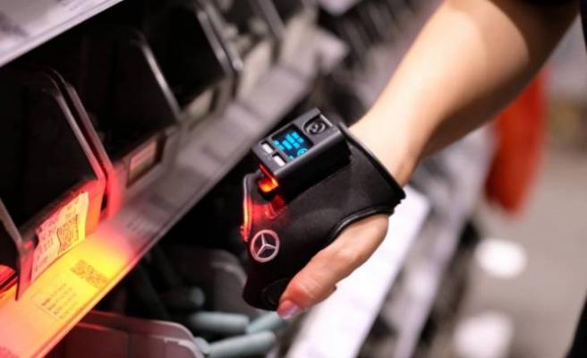 Mercedes-Benz Türk, akıllı eldiven kullanıyor