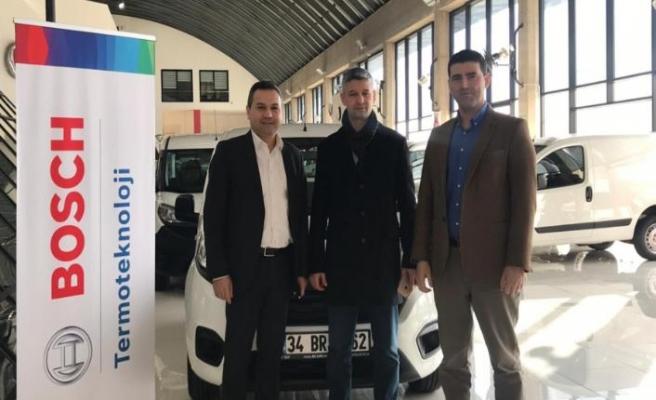 Bosch kazanan üyesine araç hediyesini teslim etti