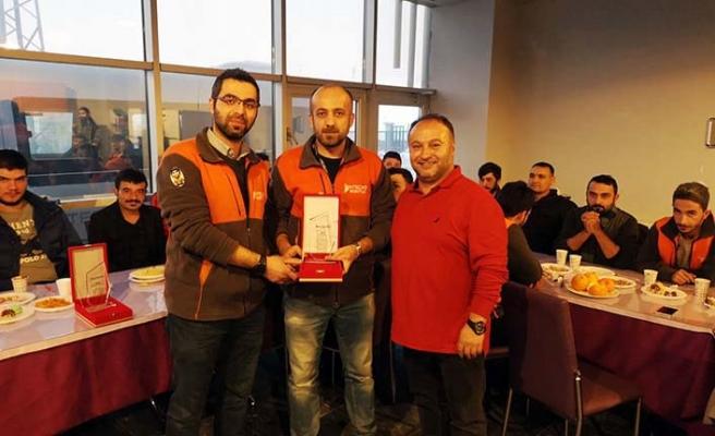 Intecro Robotik çalışanları, mesai arkadaşlarını ödüllendirdi