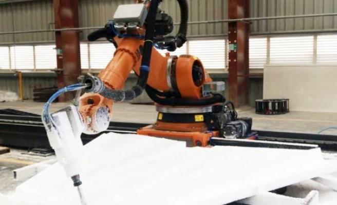 AVENCO'nun sanatçı robotu Lübnan'da heykeller yapıyor