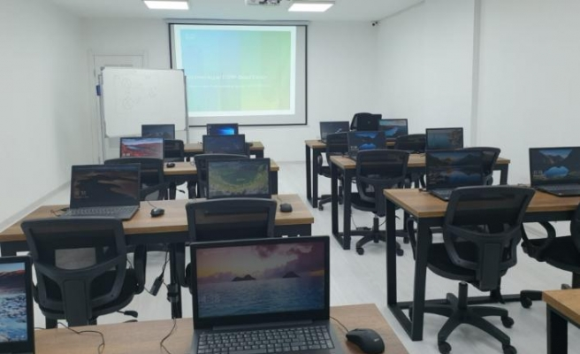 Knowledge Club, proje merkezini açıyor