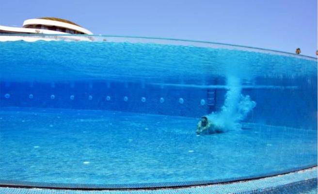 Akrilik panel ile havuzları doğayla bütünleştiriyor