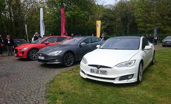 Elektrikli otomobil meraklıları bir araya geldi