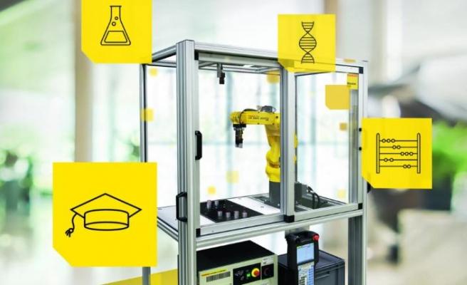 Öğrencileri robotikte uzmanlaştırmaya devam ediyor