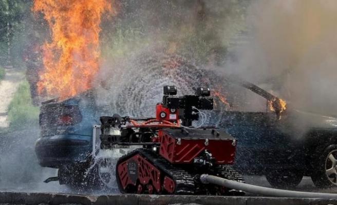 Robotlar ve drone'lar yangını söndürmeye nasıl yardım etti?
