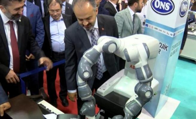 Piyanist robotu resitali ile büyülüyor