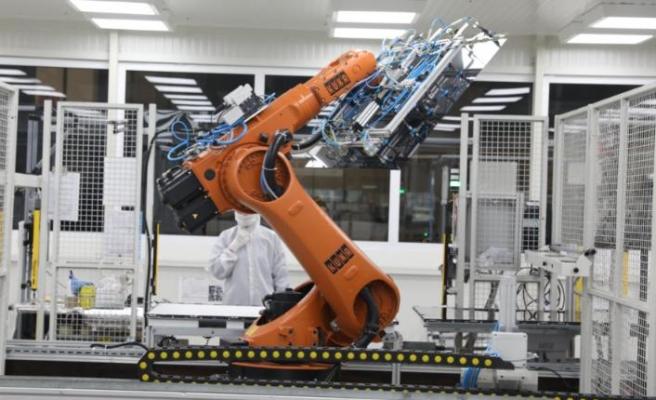 Robotlarla 7 avroluk tasarruf elde etti