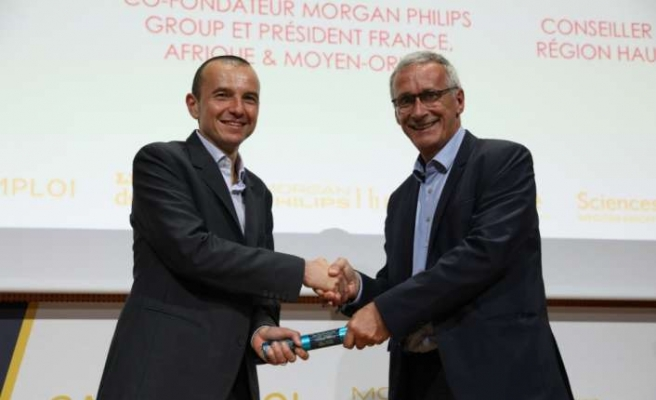Schneider Electric İnsan Kaynakları Başkanı Olivier Blum'a  anlamlı ödül