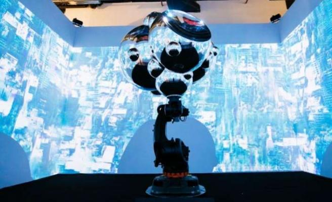 Robot ve yapay zeka ile birleşen sanat sergileniyor