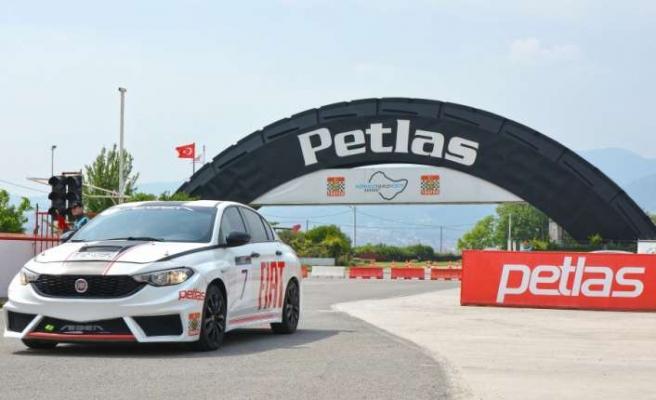 Petlas, spora olan desteğini sürdürüyor