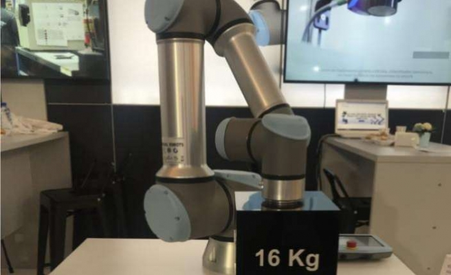 Türkiye'de ilk kez Robot Yatırımları Zirvesi'nde sergiledi