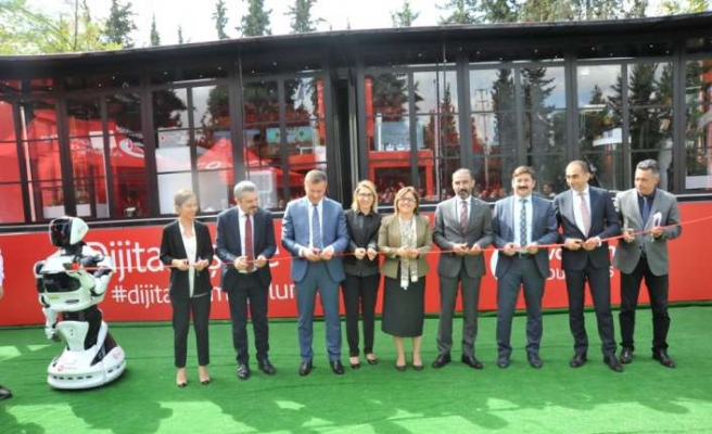 Vodafone Business Dijitalleşme Tırı'nın sıradaki durağı Gaziantep oldu