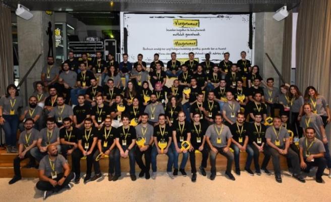 Genç yazılımcıları sektöre kazandırmayı sürdürüyor