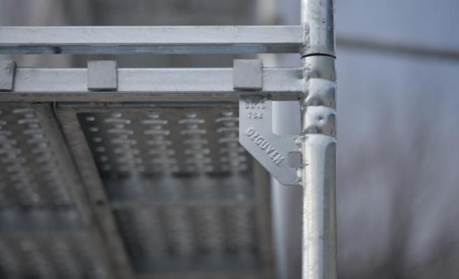 Özgüven İskele'den dış cephe çalışmalarına güvenli çözüm