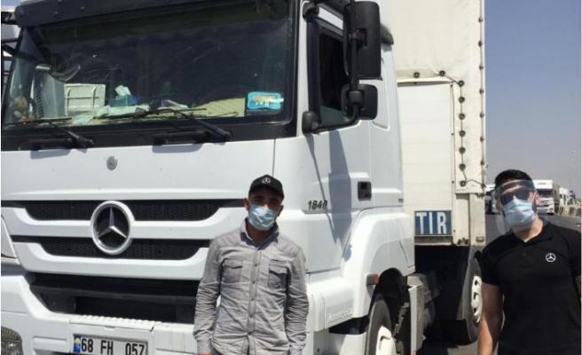 Sınır kapılarındaki kamyon sürücülerinin bayramını kutladı