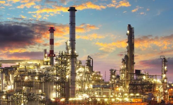 Petrol fiyatlarının düşüşü Türkiye'de sınırlı hissedildi