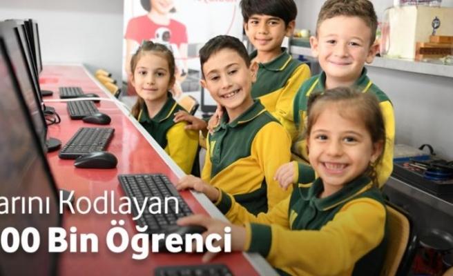 """""""Yarını Kodlayanlar"""" projesi 100 binden fazla çocuğa ulaştı"""