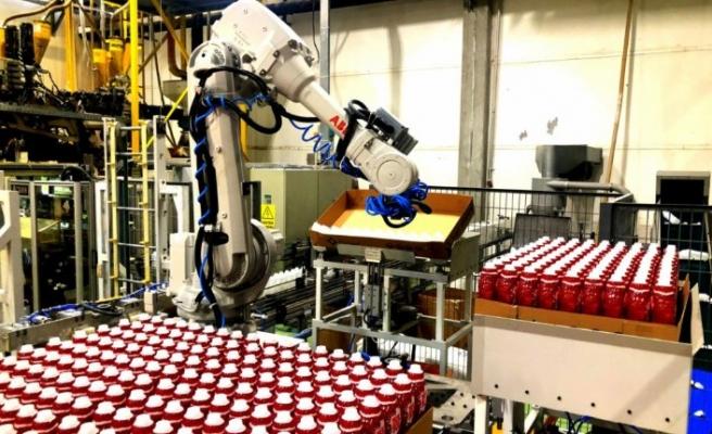 Yeni projesi plastik şişe paletleme robotunu devreye aldı