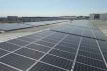 Bu fabrika enerjisini çatıdan sağlıyor