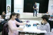 Çocukları robotik kodlama ile tanıştırıyorlar