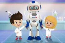 Çocuklara robot ve teknolojiyi öğretmeye devam ediyor