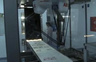 COVID-19 ile mücadelede ilaçları robotlarla üretiyor