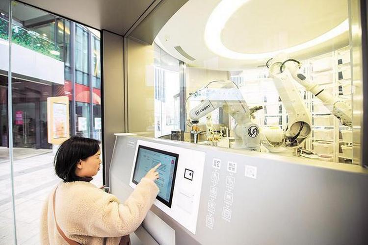 Mağazasında üç robotla 7/24 hizmet sunuyor - Endüstri Medya ...