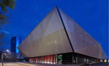 Serge Ferrari ile Merkez Ankara Projesi Satış Ofisinin cephesinde güçlü tasarım etkisi