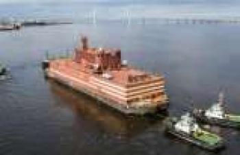 Dünyanın ilk yüzer nükleer güç santrali yolculuğuna başladı