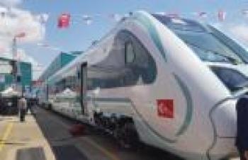 Türkiye'nin ilk yerli ve milli elektrikli treninin üretimine destek verdi