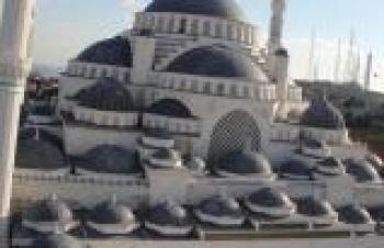 ÇAMLICA CAMİSİNİN KUBBESİ MANİŞ YAPI'NIN İMZASINI TAŞIYOR